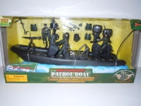 MCTOYS 77028 WORLD PEACEKEEPERS- PATROL BOAT. 2 ASSTD (3 FIGURES INCLUDED)