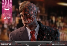 HOTTOYS TWO FACE THE DARK KNIGHT BATMAN